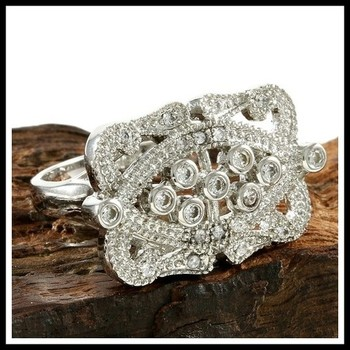 0.75ctw White Sapphire Ring size 7