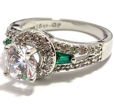 1.50ctw White Sapphire & Emerald Ring Size 6.5