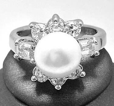 1.75ctw Fresh Water Pearl & White Sapphire Ring