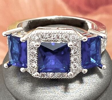 2.80ctw Beautifully Created Blue & White Sapphire Ring sz 6