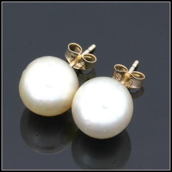 14k Yellow Gold with Fresh Water White Pearls Stud Earrings