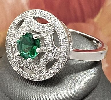 .925 Sterling Silver, 0.78ctw Emerald & (AAA Grade) CZ's Ring sz 8