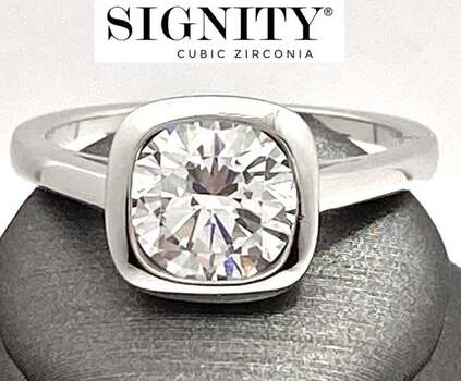 """Celebrity Jewelry Collection .925 Sterling Silver, 5.75ct """"SIGNITY STAR"""" Cubic Zirconia Ring Size 6"""