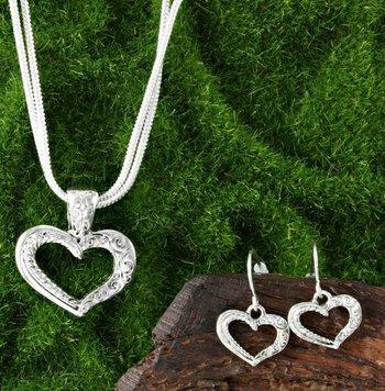 Filigree Design Heart Shape Set of Necklace & Earrings
