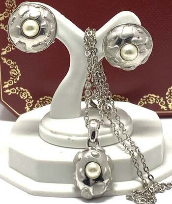 NO RESERVE 3mm Pearl Set of Necklace & Earrings