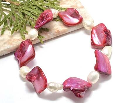 NO RESERVE Antique Design Mother of Pearl & Fresh Water Pearl Stretch Bracelet