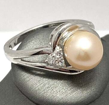 Solid .925 Sterling Silver, 7mm Pearl & 0.06ctw White Diamonique Ring Size 7