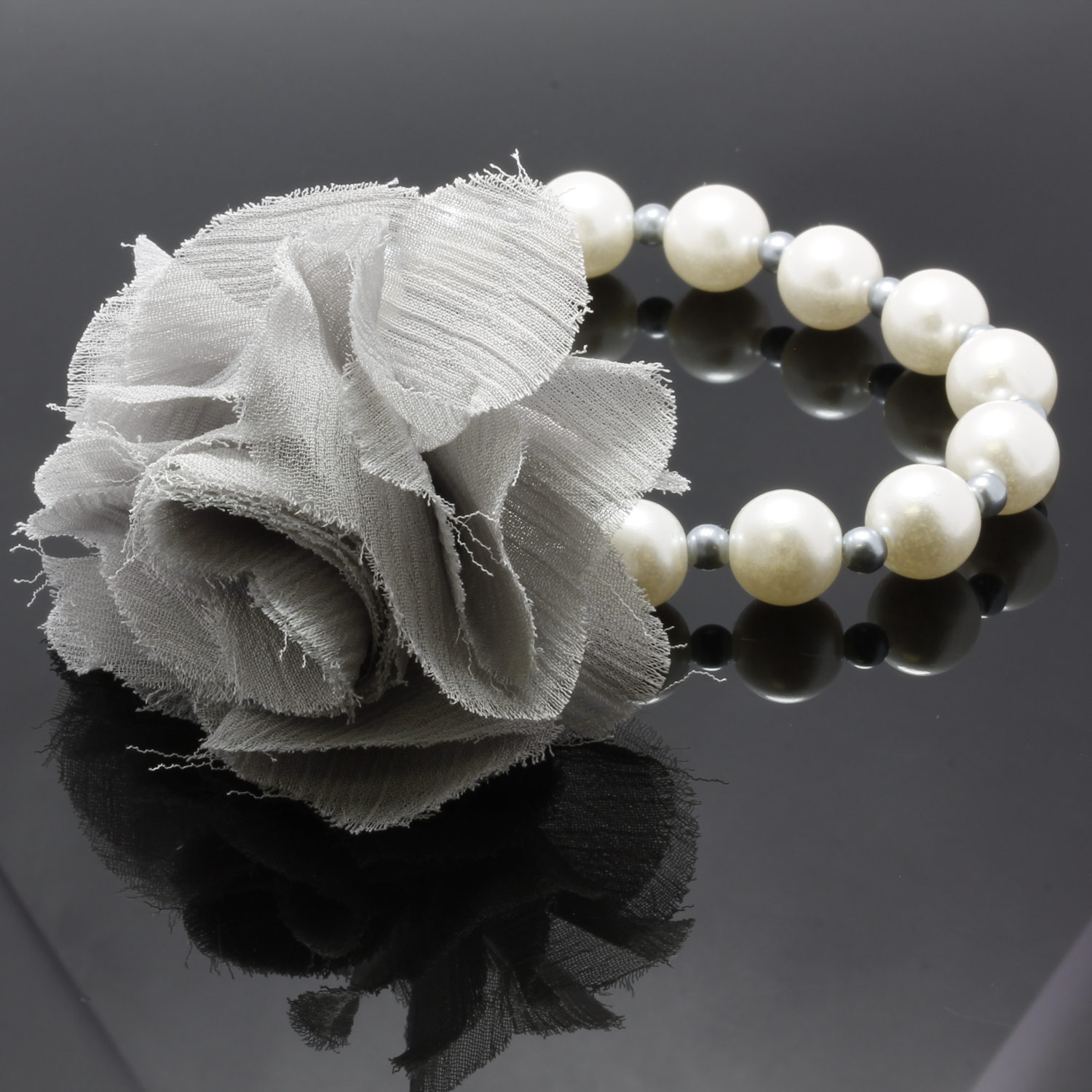 9mm Pearl Beads Bracelet With Removable Fabric Flower Pin Property