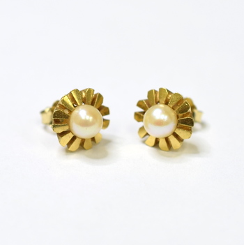 14K Yellow Gold 3.60 Grams Flower Style Pearl Earrings