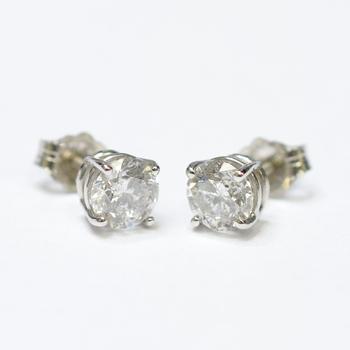 14K White Gold 1.20 Grams 1.21 Carats t.w. Round Diamond Stud Earrings