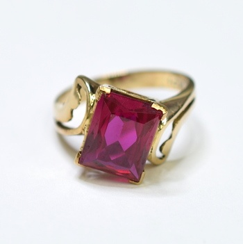 14K Yellow Gold 3.36 Grams Red Gem High Polished Ring