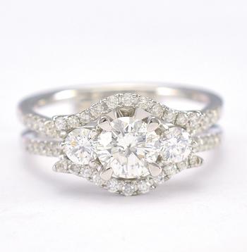 18K White Gold 5.72 Grams 1.22 Carats t.w. Diamond Split Shank Lady's Ring