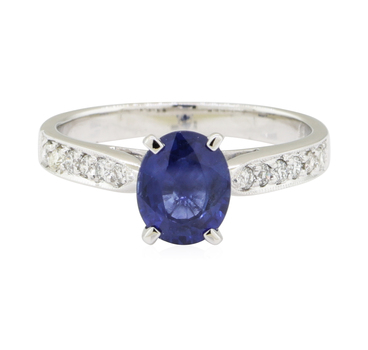 18K White Gold 3.00 Grams 0.30 Carat t.w. Diamond Ring With Oval Cut Sapphire Center Stone