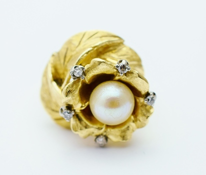 14K Yellow Gold 9.10 Grams Flower Design Diamond Ring With Pearl Center