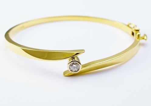 14K Yellow Gold 15.10 Grams Diamond Bangle Bracelet