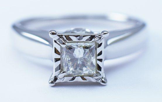 14K White Gold Round Diamond Ring With Princess Cut Diamond Center