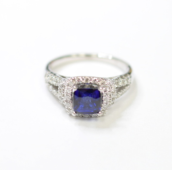 14K White Gold 4.40 Grams 0.80 Carats t.w. Round Diamond Ring With Sapphire Center Stone