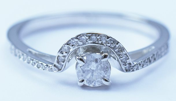 18K White Gold Round Diamond Half Round Halo Style Ring With Round Diamond Center
