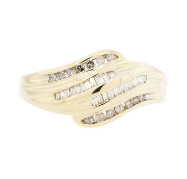 10K Yellow Gold 3.52 Grams Baguette and Round Diamond Ring