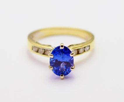 14K Yellow Gold 2.85 Grams Diamond Lady's Ring With 1.21 Carats Tanzanite Center Stone