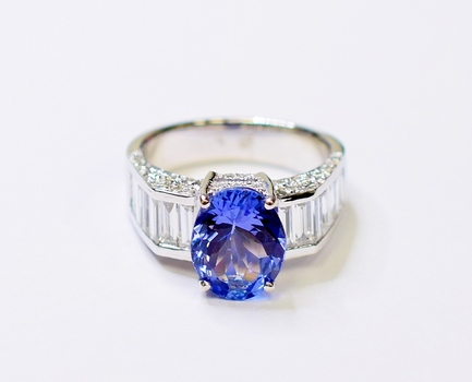 14K White Gold 5.88 Grams Baguette and Round Diamond Ring With Oval Shape Tanzanite Center Stone