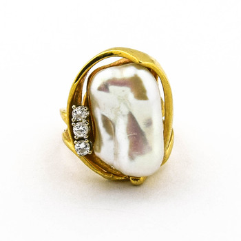 14K Yellow Gold 10.00 Grams Pearl and Diamond Split Shank Style Ring