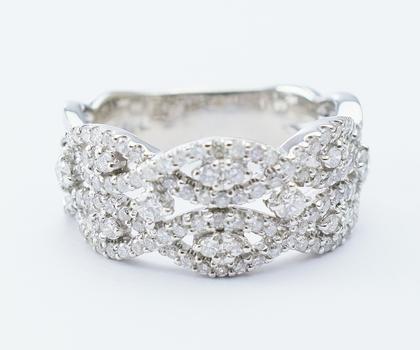14K White Gold 7.00 Grams 1.25 Carats t.w. Diamond Lady's Ring