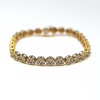 10K Yellow Gold 11.45 Grams 6.00 Carats t.w. Round Diamond Flower Design Bracelet