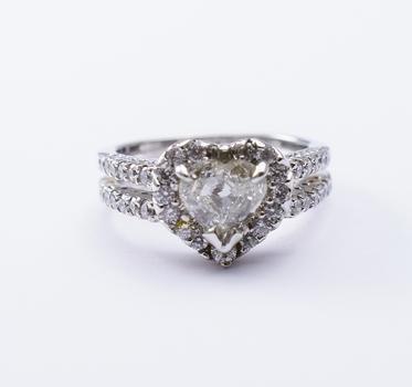 14K White Gold 6.14 Grams Heart Shape Diamond Ring