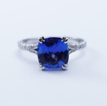 Platinum 4.00 Grams Round Diamond Ring With Round Cut Tanzanite Center