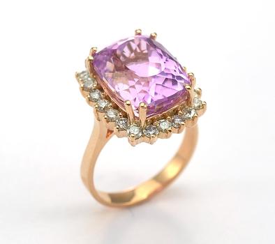14K Rose Gold 7.50 Grams 0.86 Carat t.w. Diamond Ring With Radiant Cut Kunzite Center