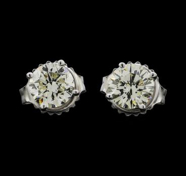 14K White Gold 1.23 Grams 1.20 Carats t.w. Round Diamond Stud Style Earrings
