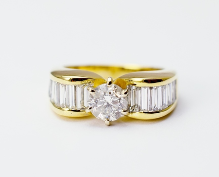 14K Yellow Gold 5.40 Grams 1.54 Carats t.w. Diamond Lady's Ring