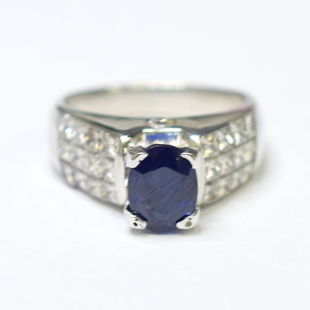18K White Gold 8.70 Grams Invisible Set Princess Cut Diamond Ring With Sapphire Center Stone