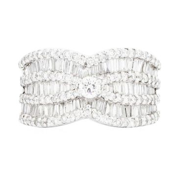 14K White Gold 9.20 Grams 2.60 Carats t.w. Baguette and Round Diamond Lady's Ring