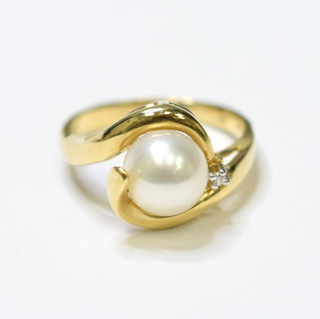 14K Yellow Gold 3.80 Grams Pearl and Diamond Ring