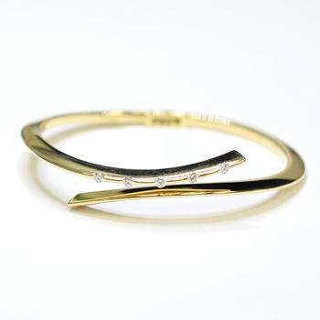 18K Yellow Gold 14.75 Grams High Polished Diamond Bangle Bracelet