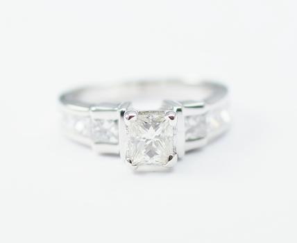 14K White Gold 4.80 Grams 1.20 Carats t.w. Princess Cut Diamond Lady's Ring