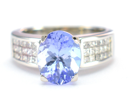 18K White Gold 8.20 Grams Diamond Lady's Ring With 3.25 Carats Natural Tanzanite Center Stone