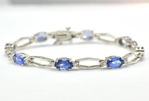 14K White Gold 12.15 Grams Tanzanite and Diamond Lady's Bracelet