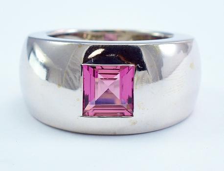18K White Gold 12.70 Grams 1.40 Carat Flush Set Natural Pink Tourmaline Dome Style Ring