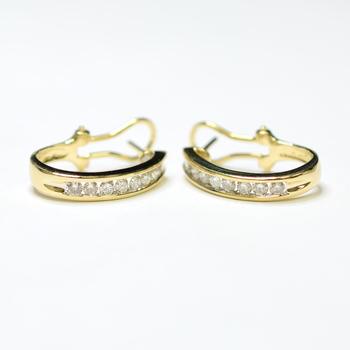 14K Yellow Gold 5.50 Grams 1.00 Carat t.w. Round Diamond Lever Back Earrings