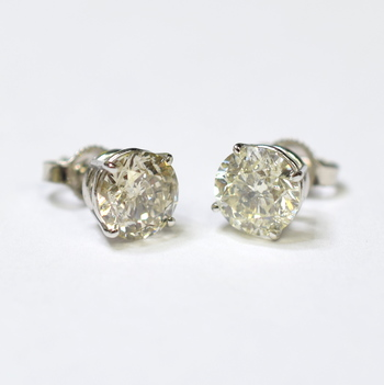 14K White Gold 1.70 Grams 2.70 Carats Round Diamond Stud Earrings