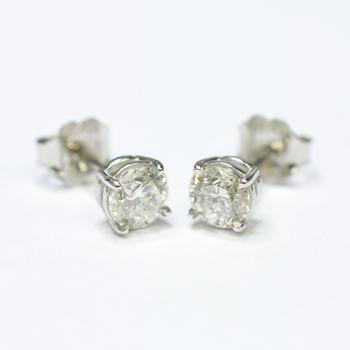 14K White Gold 1.00 Grams 0.93. Carat t.w. Round Diamond Stud Earrings