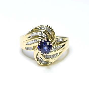 10K Yellow Gold 4.70 Grams Sapphire and Diamond Ring