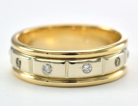 14K Yellow Gold 8.25 Grams 0.50 Carat t.w. Diamond Wedding Band