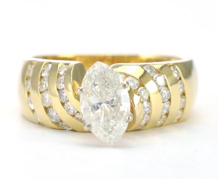 14K White Gold 7.50 Grams 1.69 Carats t.w. Diamond Lady's Ring