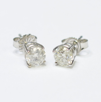 14K White Gold 1.07 Grams 1.08 Carats t.w. Round Diamond Stud Earrings