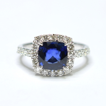 18K White Gold 4.20 Grams Halo Style Diamond Ring With Sapphire Center Stone