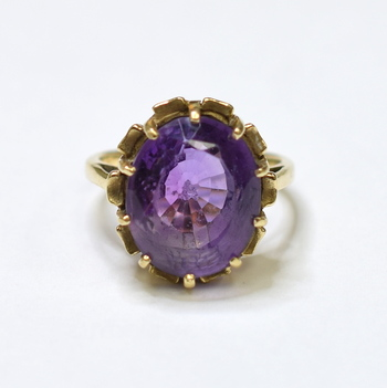 10K Yellow Gold 6.00 Grams Oval Shape Amethyst Ring